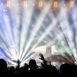 crowd-dancing-blue-lightshow